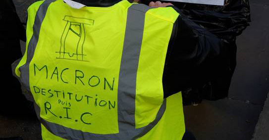 Macron Gilet jaune guillotine