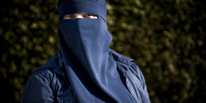 Quebec bans niqabs for those receiving public services Report 660x330