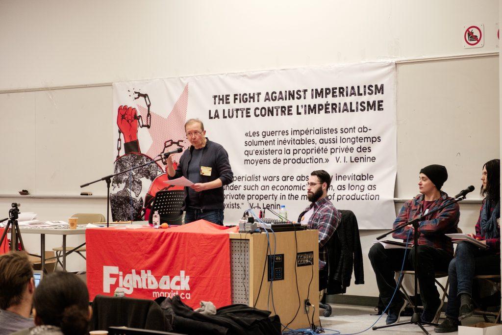 Erik Demeester présentant sur la révolution coloniale